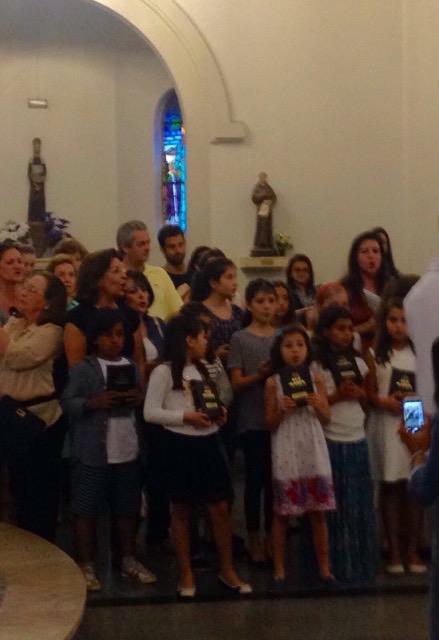 Catequese Bom Pastor: crianças da 1ª Comunhão recebem a Bíblia (27/09/2015)