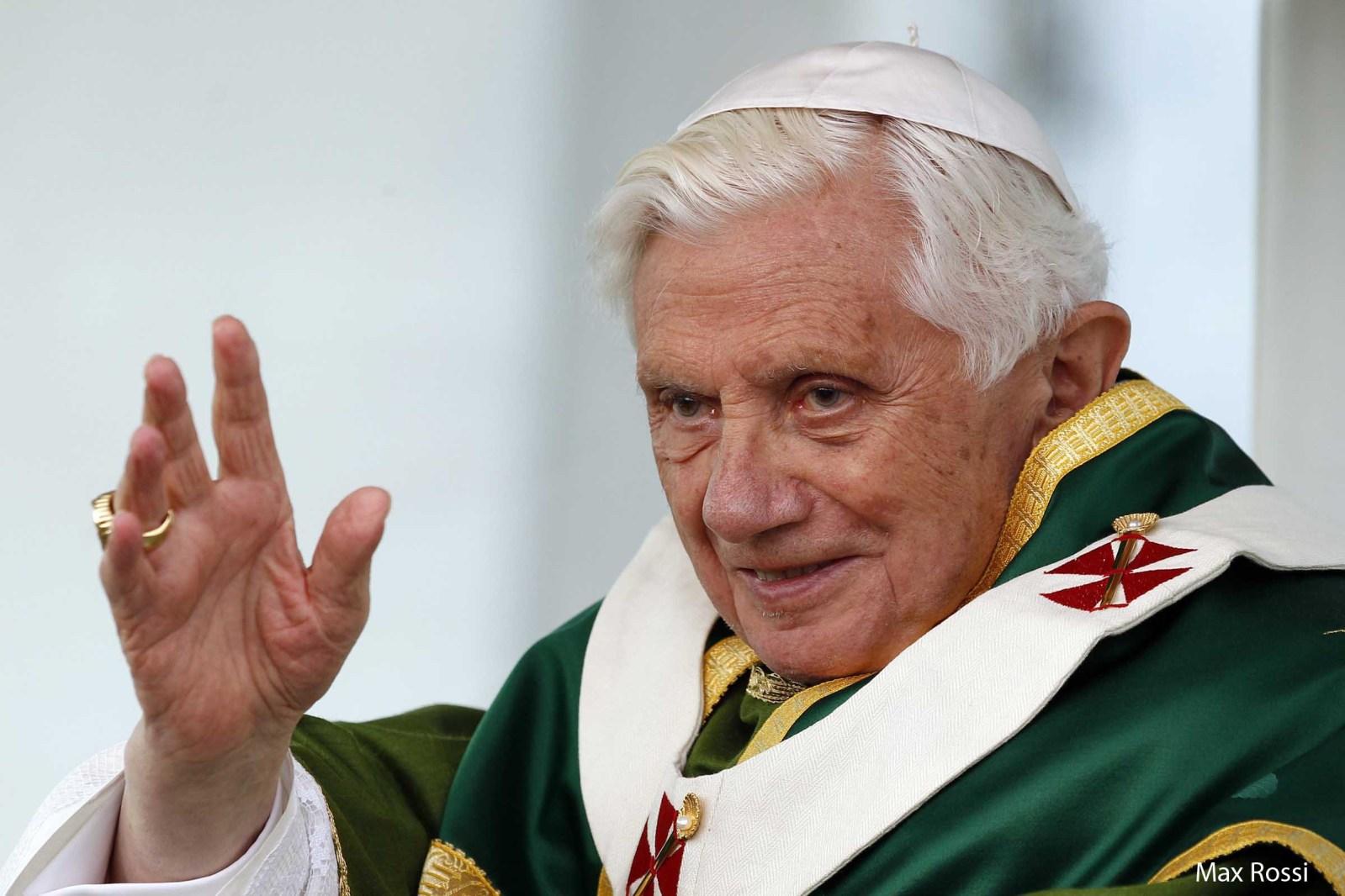 """""""Servidor de Deus e da humanidade"""", biografia de Bento XVI"""