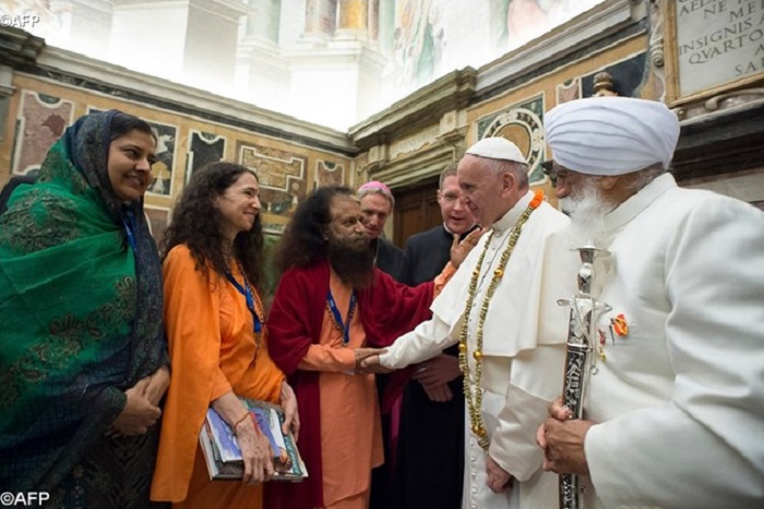 Papa: eliminar toda forma de fechamento e desprezo