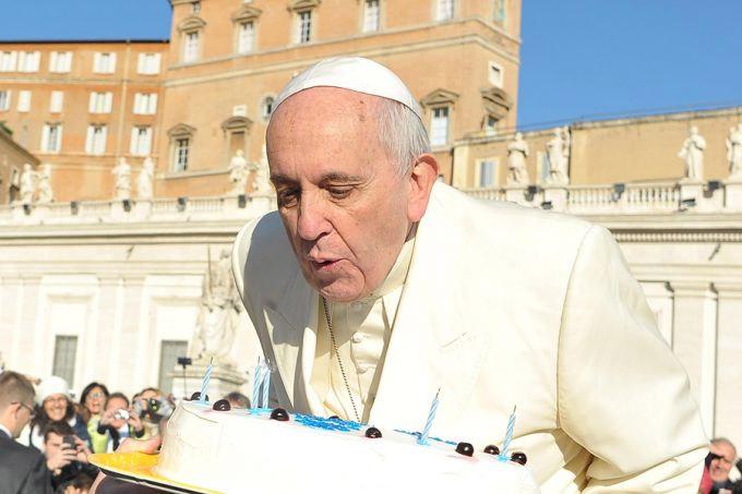 Parabenize o Papa Francisco pelos seus 80 anos