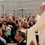 Papa convida a aceitar sofrimentos como forma de comunhão com Deus