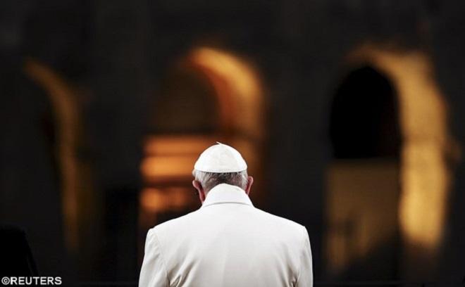 Francisco na Via Sacra: vergonha pelo sangue inocente
