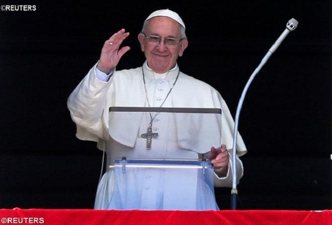 Na oração do Regina Coeli, Papa pede que se alimente desejo de paz