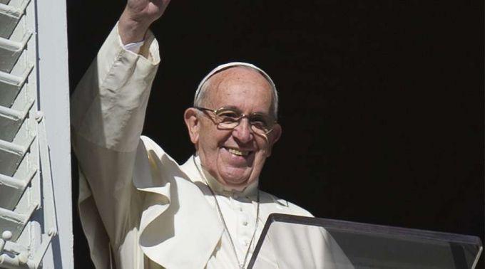 Papa convida a deixar as coisas mundanas e servir os necessitados
