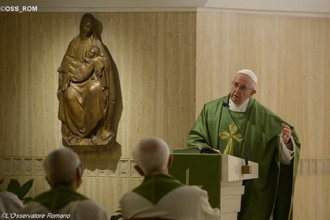 Papa na Santa Marta: reencontrar as raízes e não o autoexílio psicológico