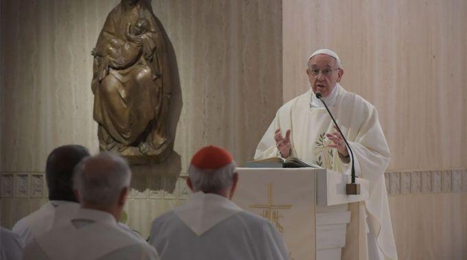 Papa incentiva a buscar a paciência e nega que seja resignação ou derrota