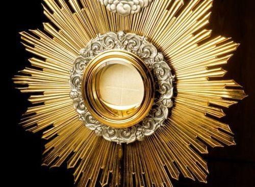 Atenção! Novos horários para a Adoração ao Santíssimo no mês de julho