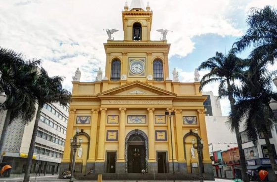 Homem invade catedral de Campinas e mata ao menos quatro pessoas