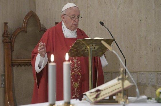 Papa: a relação de gratuidade com Deus nos ajuda a servir os outros
